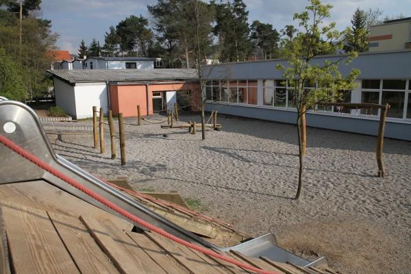 Der Spielplatz auf dem Schulhof.